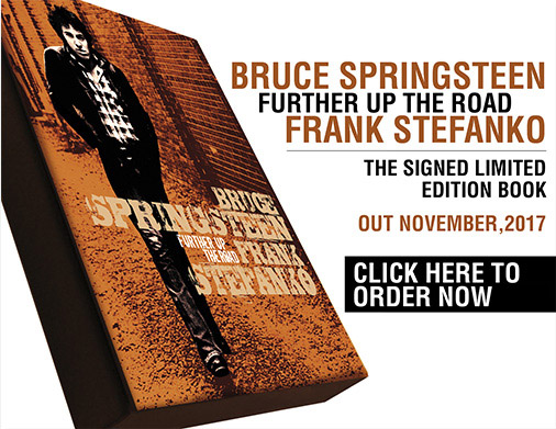 """BRUCE SPRINGSTEEN. FURTHER UP THE ROAD""<br> LE FOTOGRAFIE DI FRANK STEFANKO, 1978-2017. <br/>L'EDIZIONE LIMITATA FIRMATA.<br/>DATA PUBBLICAZIONE: 1° NOVEMBRE 2017"