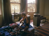 Syd Barrett, Tuning Guitar, Londra, 1969 by MICK ROCK